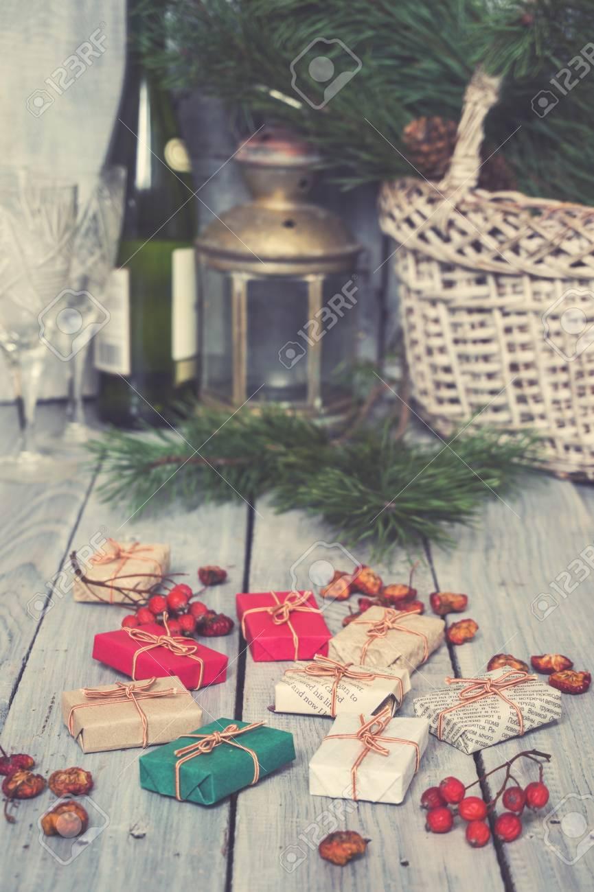 Weihnachtsgeschenke, Ebereschen, Nüsse, Auf Einem Grob Gemalten ...