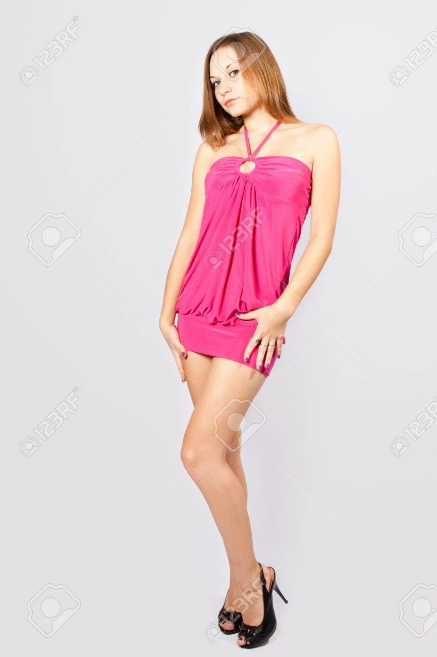 d1d7c5ffeef Modèle Fille Harmonous Dans Une Robe Courte Rose Banque D Images Et ...