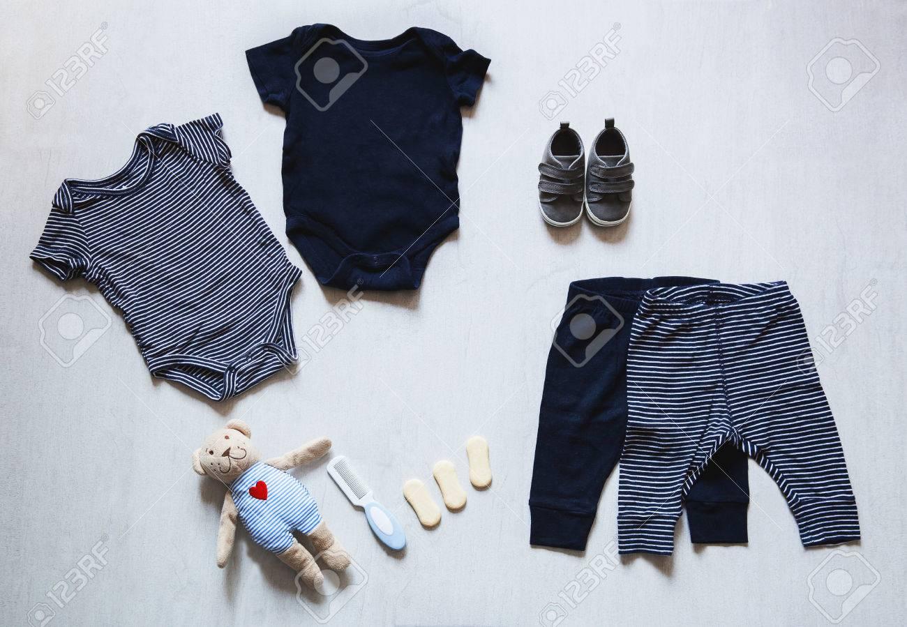 Ropa De Bebé Concepto De La Moda Infantil Tendido Plano Prendas De Vestir Y Accesorios Para Niños Fondo Del Modelo Del Bebé Con El Espacio De La