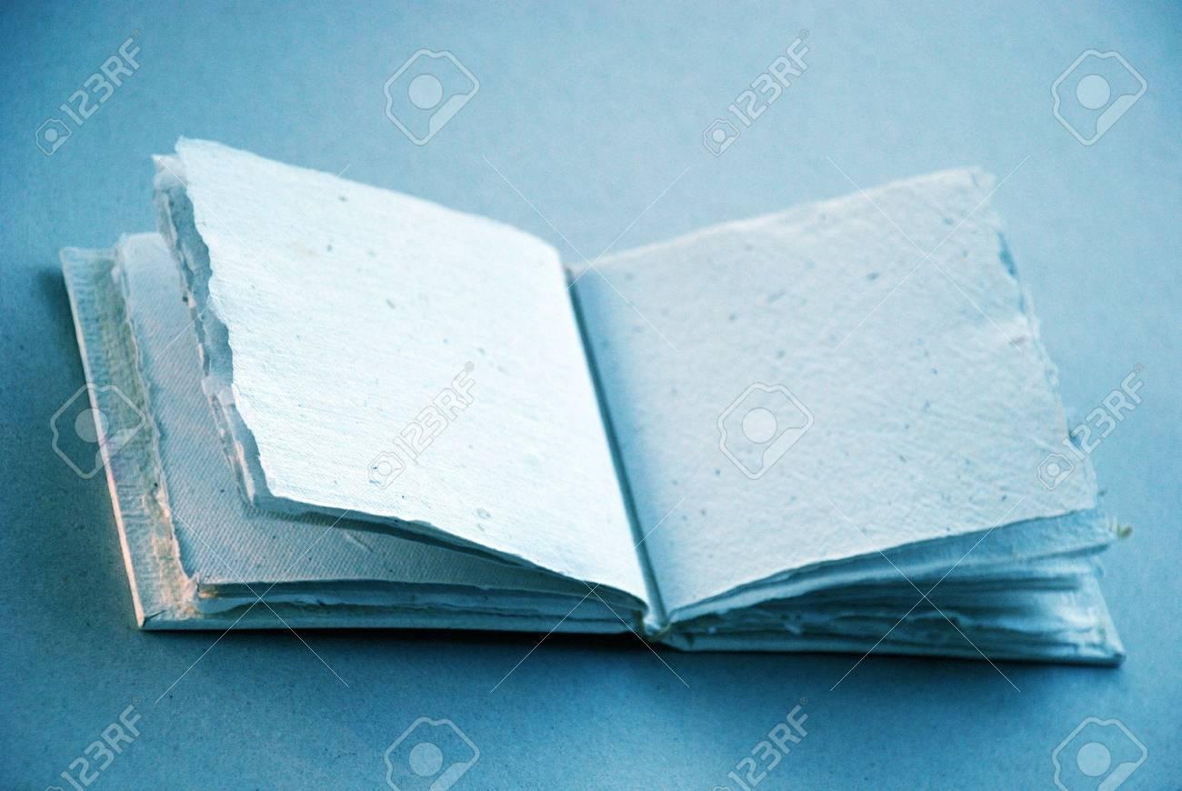 Lumiere Douce Et Livre Bleu Croquis Clair Pour Ecrire Ou Dessiner Une Note