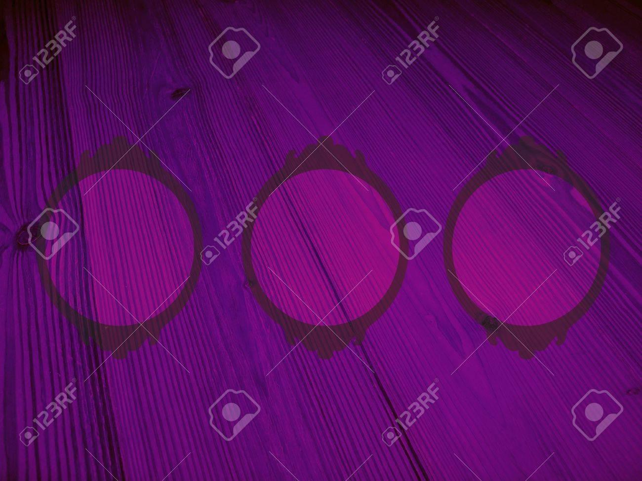 Fondo De Color Púrpura Oscuro Con Tres Círculos De Marcos Vacíos En ...