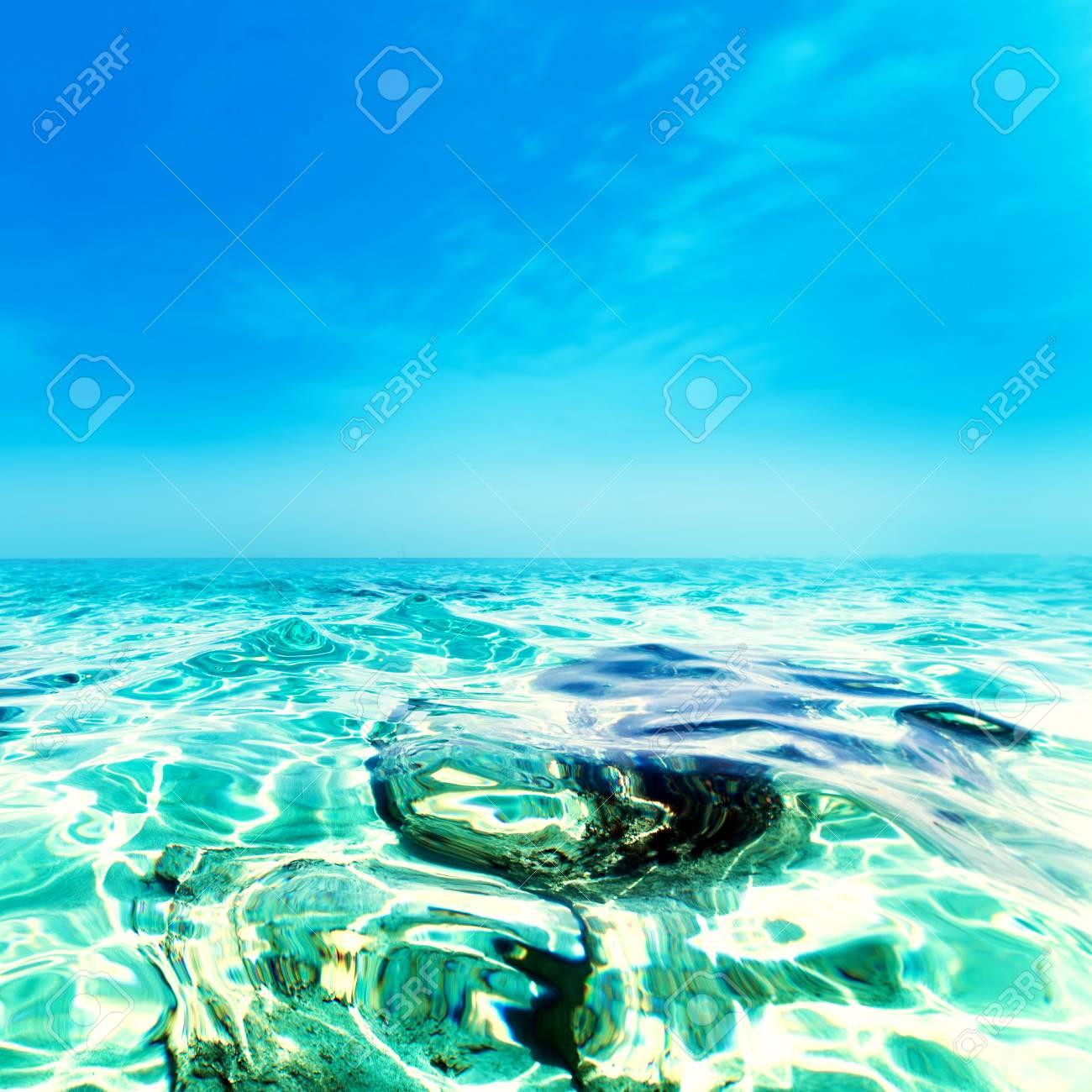 ターコイズ ブルーの海 晴れた日の海楽園の壁紙海の波クローズ アップ
