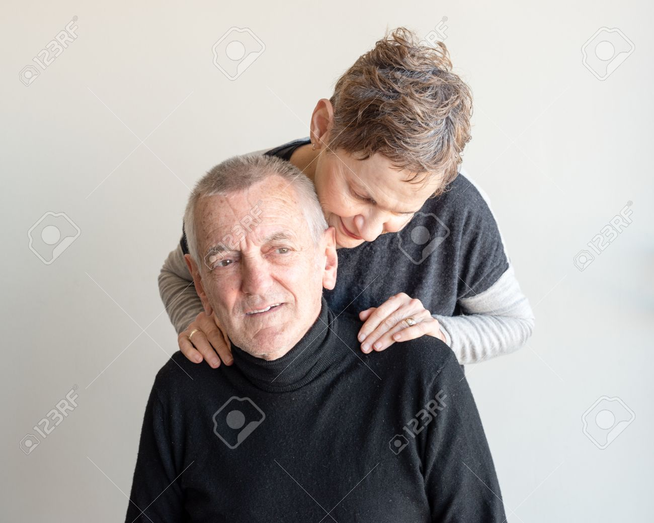 Immagini Stock Uomo Più Anziano Con I Capelli Grigi Corti E Top