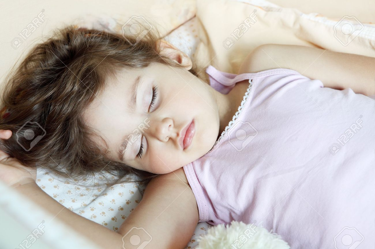 Фото девочки в постели 20 фотография