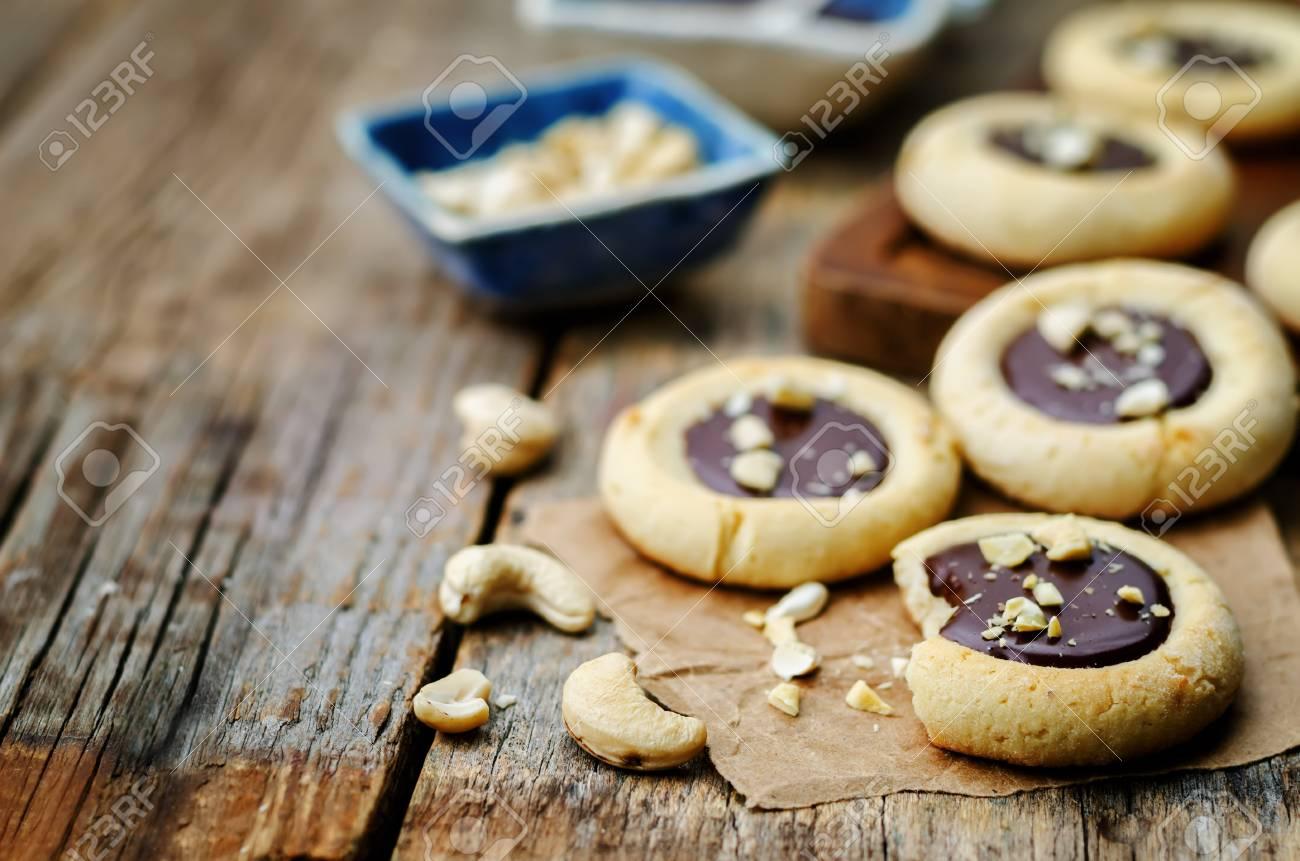 Biscuits Au Beurre De Noix De Cajou Avec Noix De Cajou Et Glacage Au