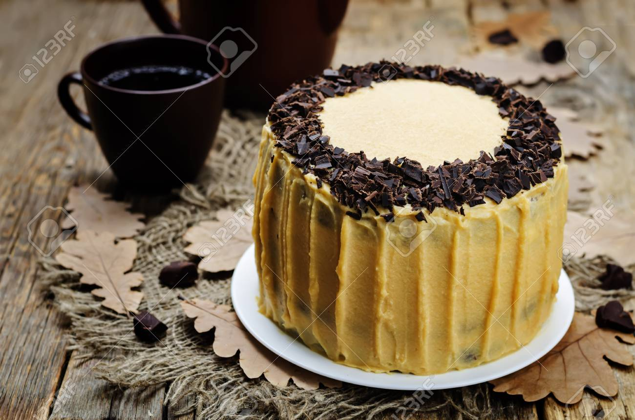 Kurbis Und Schokolade Schicht Kuchen Mit Gesalzenem Karamell