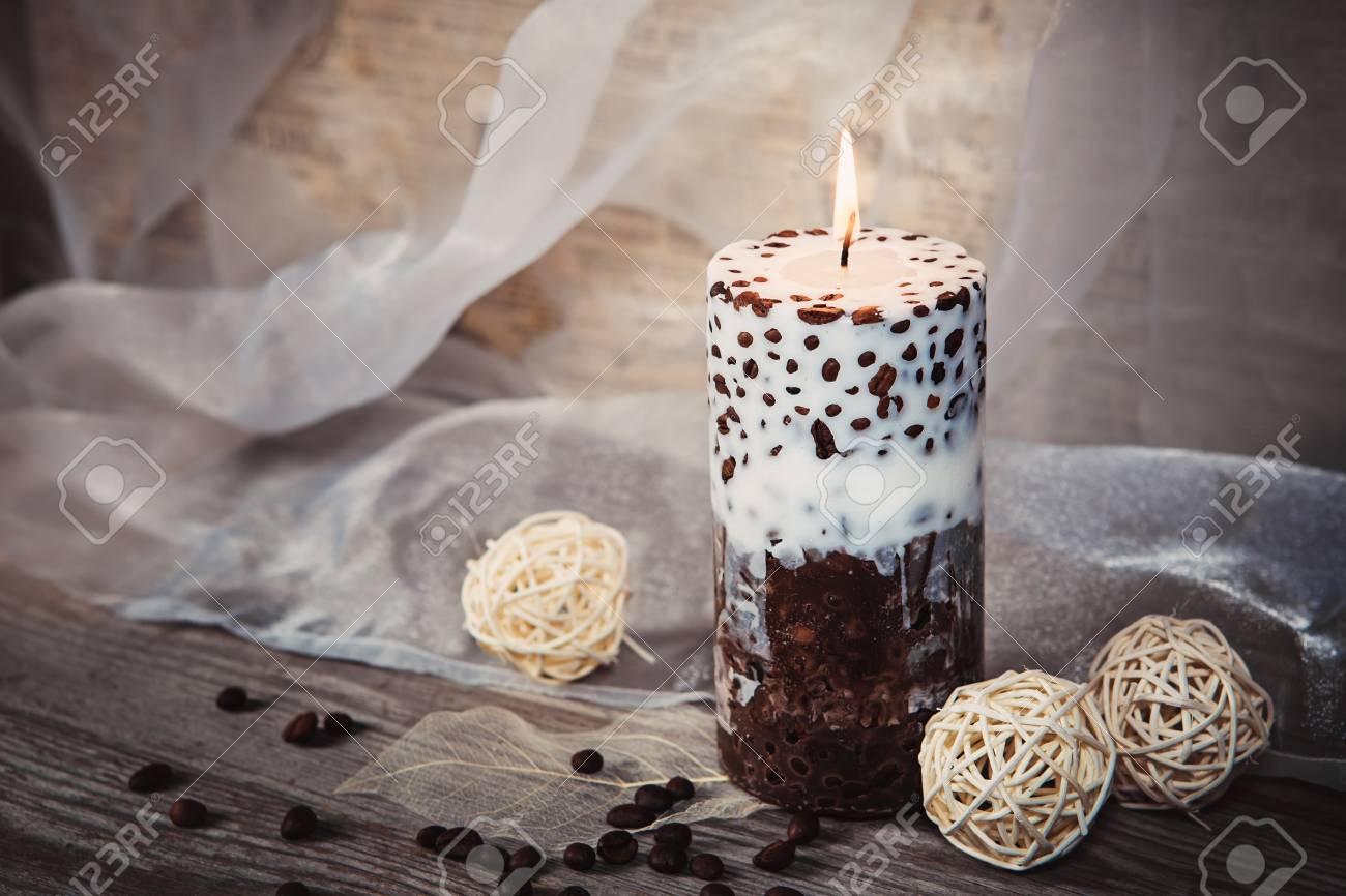 Bougie A La Main Decorative Avec Des Grains De Cafe Candlelight