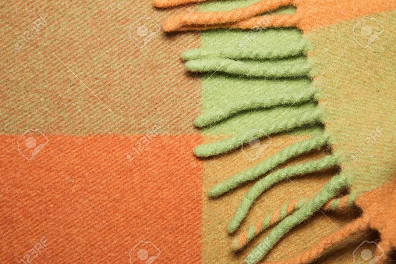 Banque d images - Plié couverture en laine d alpaga doux et chaud avec  frange. Vert et orange laine plaid texture macro shot. Laine plaid texture  avec une ... 44763edac17