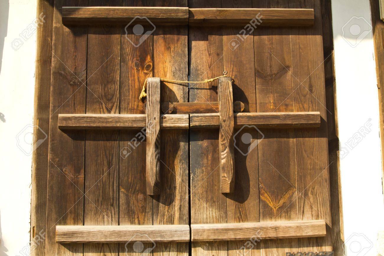 cerraduras de puertas antiguas foto de archivo