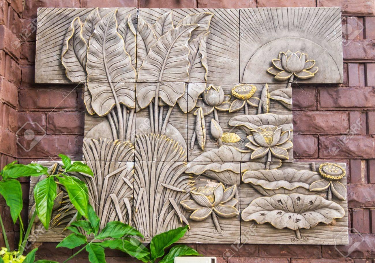 Bas Relia F Decoratie Op De Buitenmuur Royalty Vrije Foto Plaatjes Beelden En Stock Fotografie Image 17989644