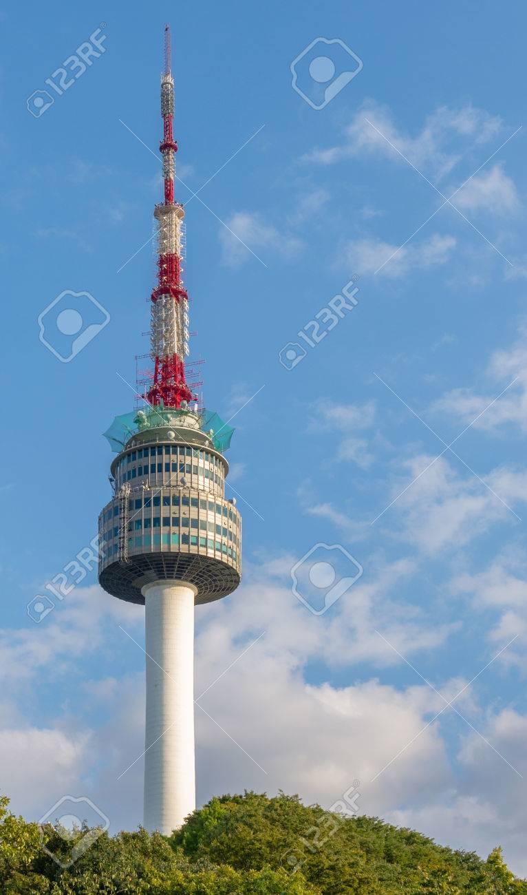 N Seoul Tower O Torre Namsan En Seúl Corea Del Sur Fotos Retratos Imágenes Y Fotografía De Archivo Libres De Derecho Image 41228992