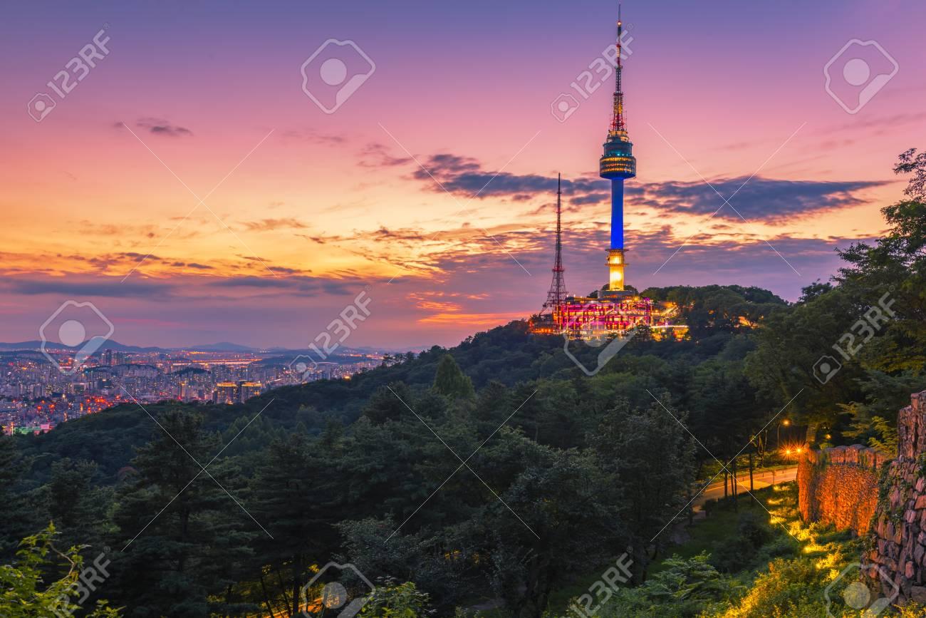 Puesta De Sol En La Torre Namsan En Seúl Corea Del Sur Fotos Retratos Imágenes Y Fotografía De Archivo Libres De Derecho Image 84028395