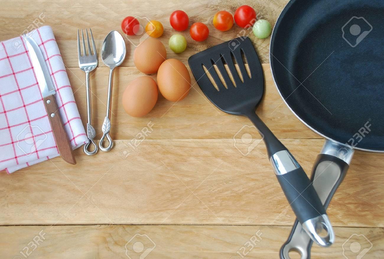 Küchenutensilien Sind Inklusive Pfanne, Flipper In Braten, Löffel ...