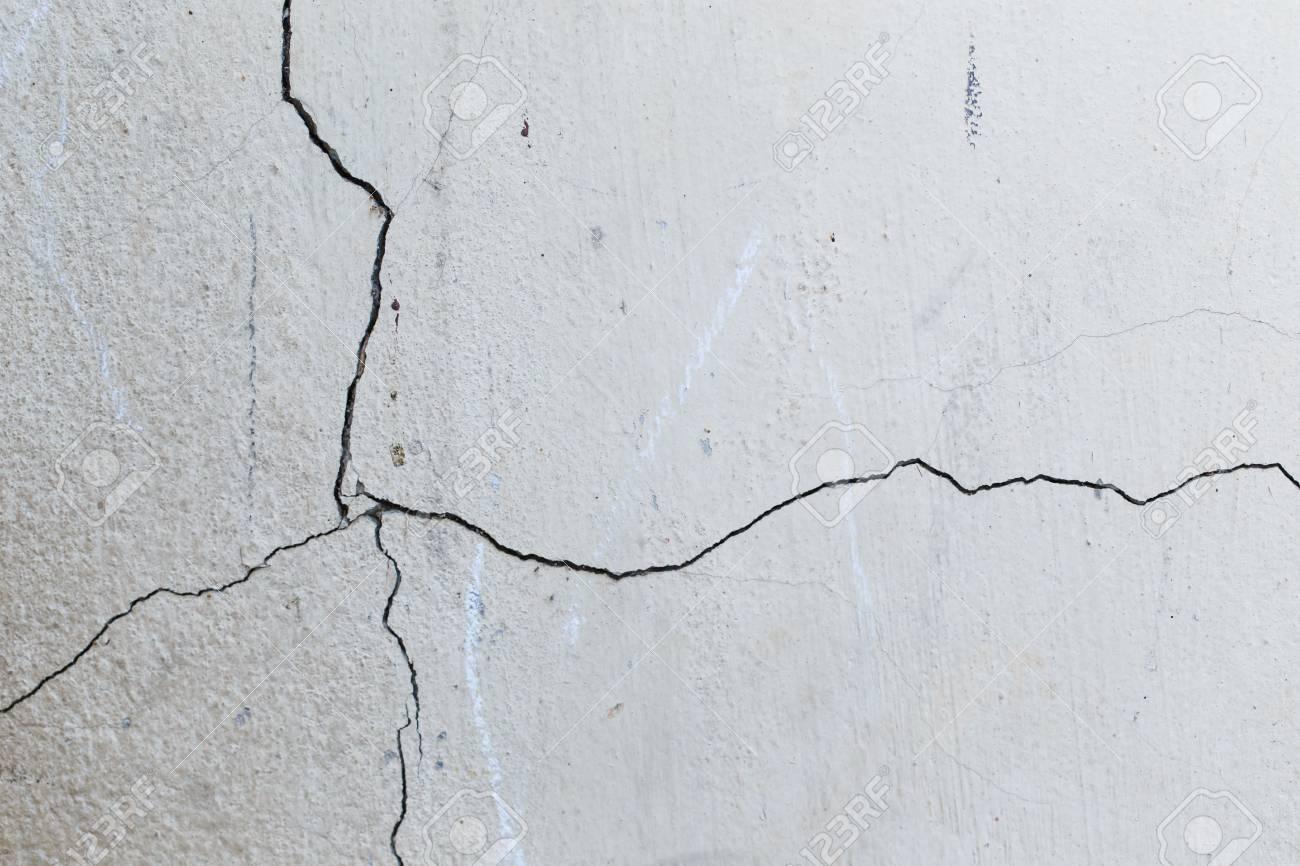 walls crack - 50915319