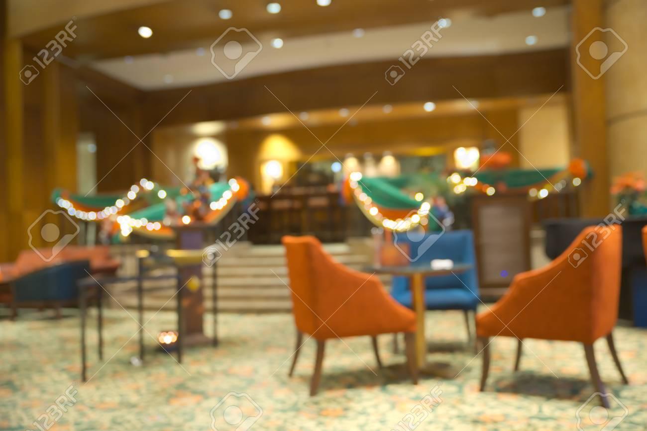 Abstracte onscherpe café met kerst thema licht decoratie royalty