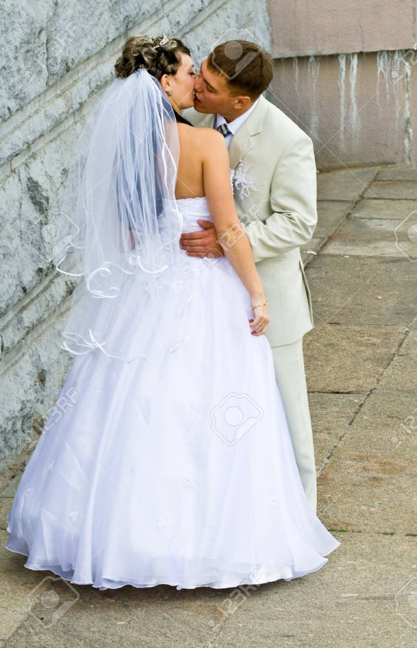 Bride in white dress and bridegroom Stock Photo - 5908010
