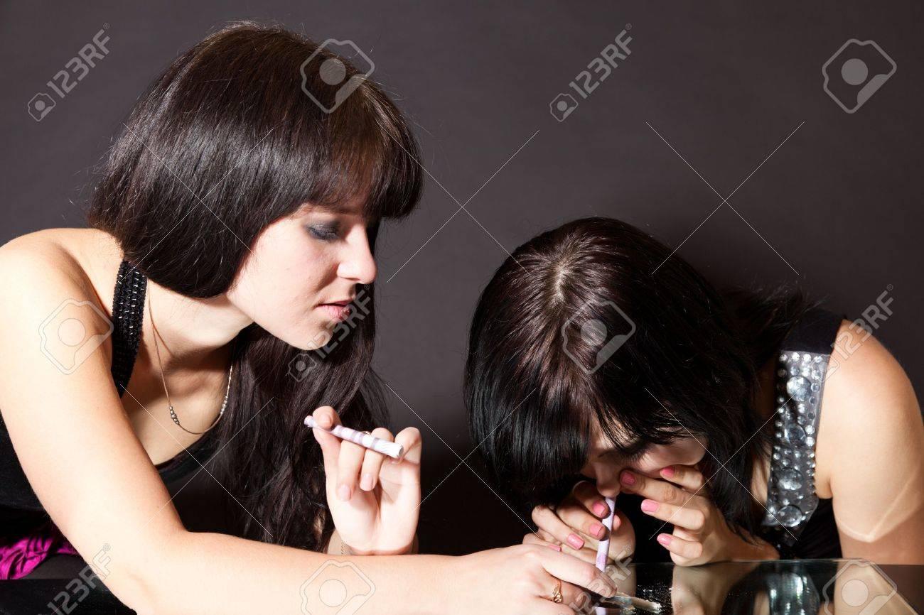 Девушки с кокaином фото