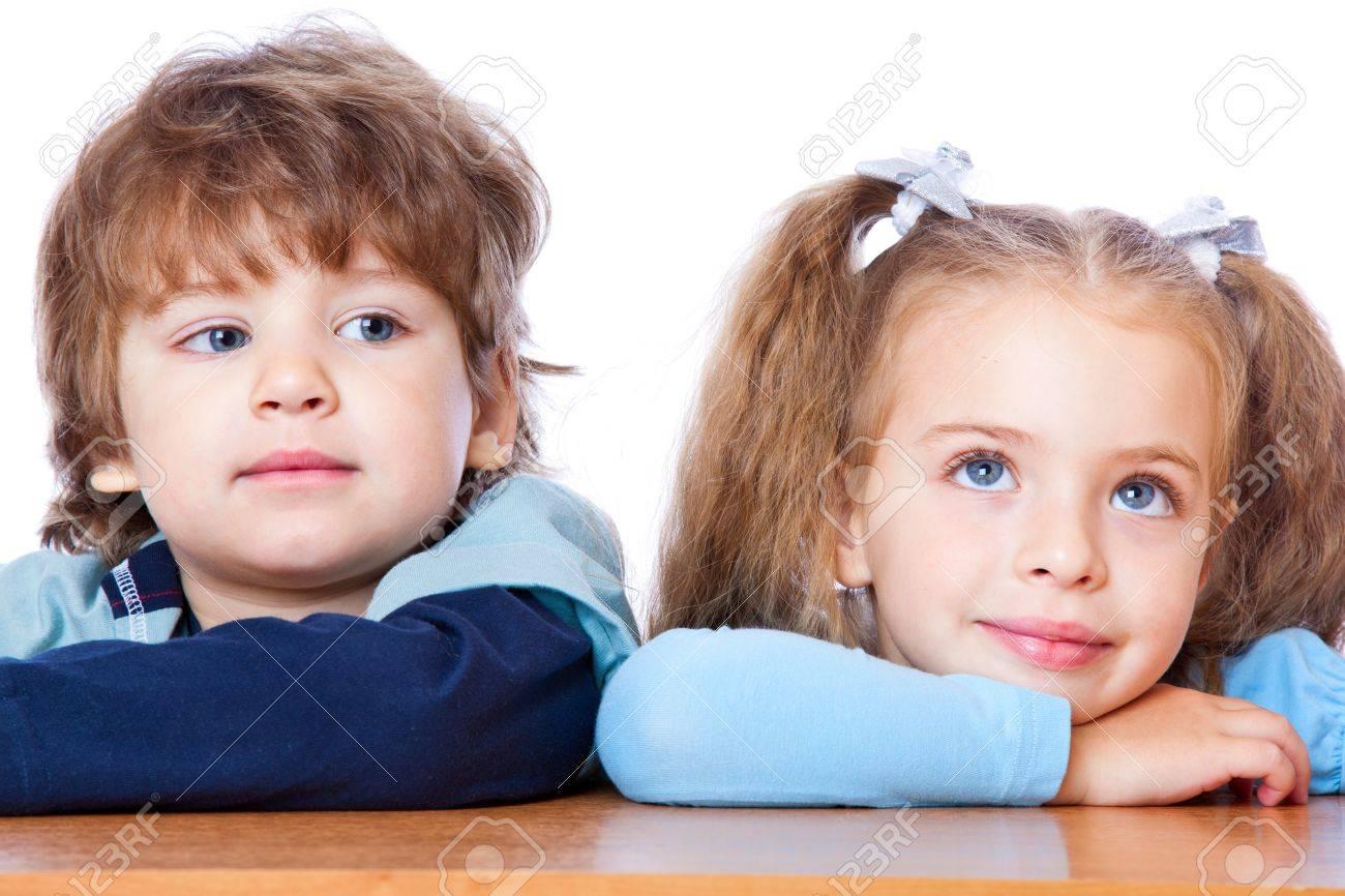 У девочек под партой фото 15 фотография