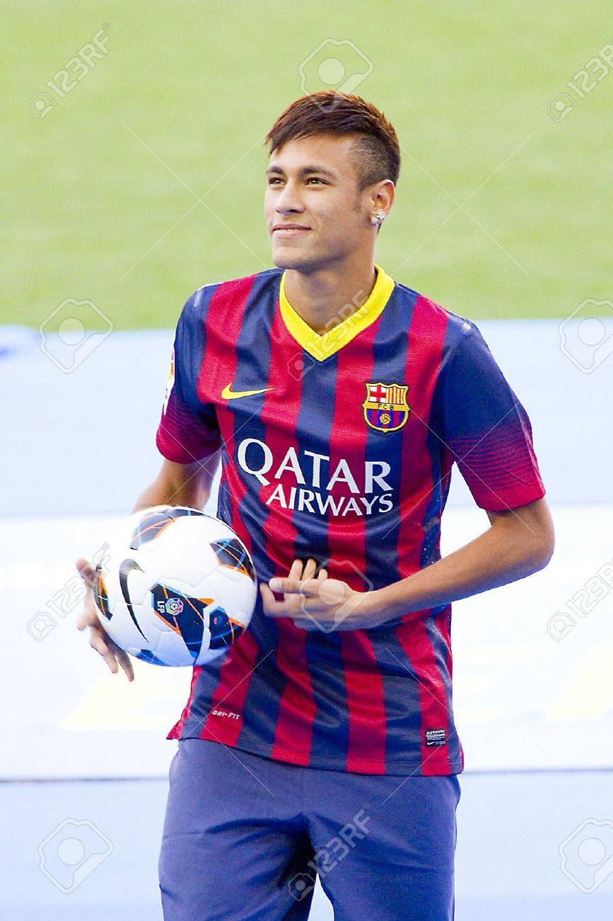 low cost 78498 9972d Neymar Junior, a FC barcelona new player, poses for the photographers..