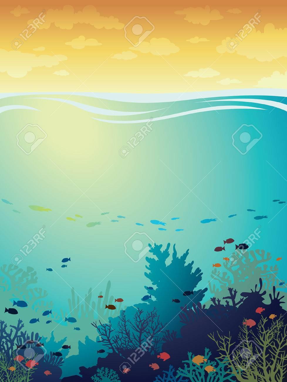 漫画海背景と日没の曇り空の上に魚とサンゴ礁。水中の海。イラスト