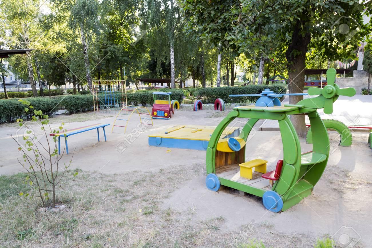 Foto De Juegos Infantiles En El Jardin De Ninos En Verano Fotos