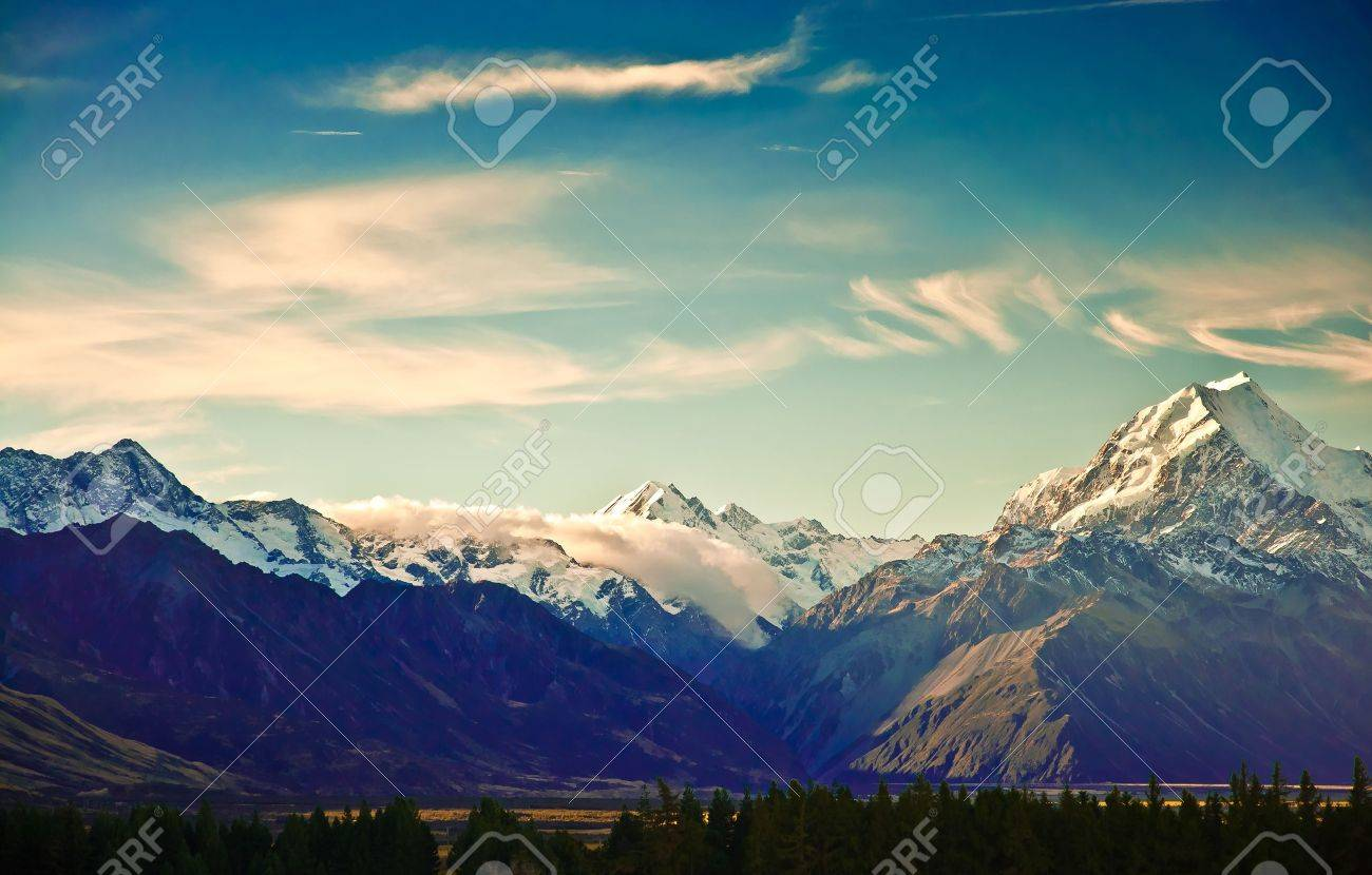New Zealand scenic mountain landscape shot at Mount Cook National Park. Stock Photo - 10619251