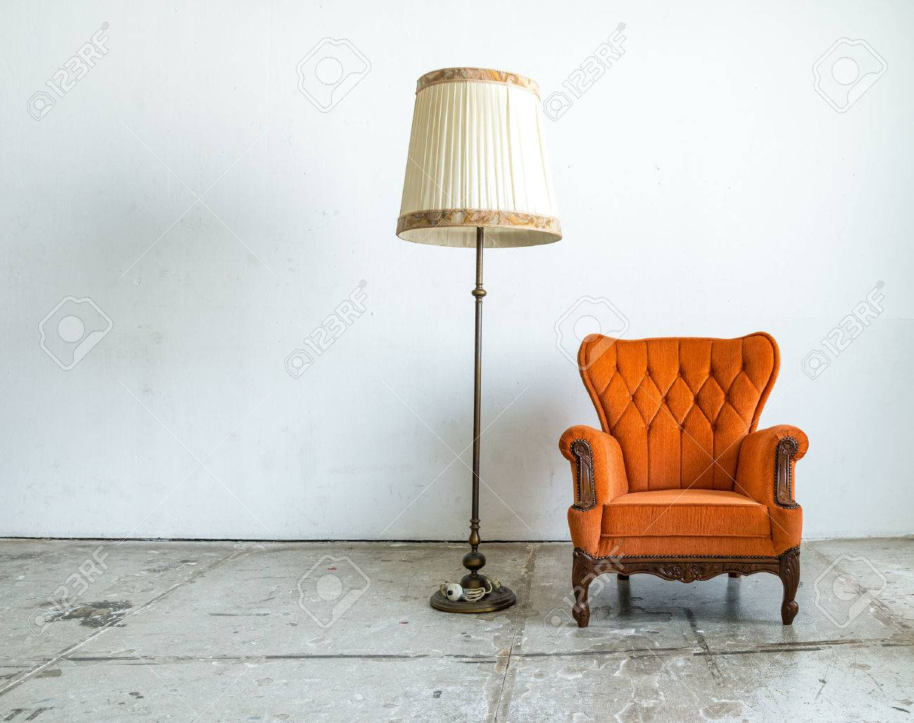Style classique fauteuil canapé lit dans la chambre vintage avec