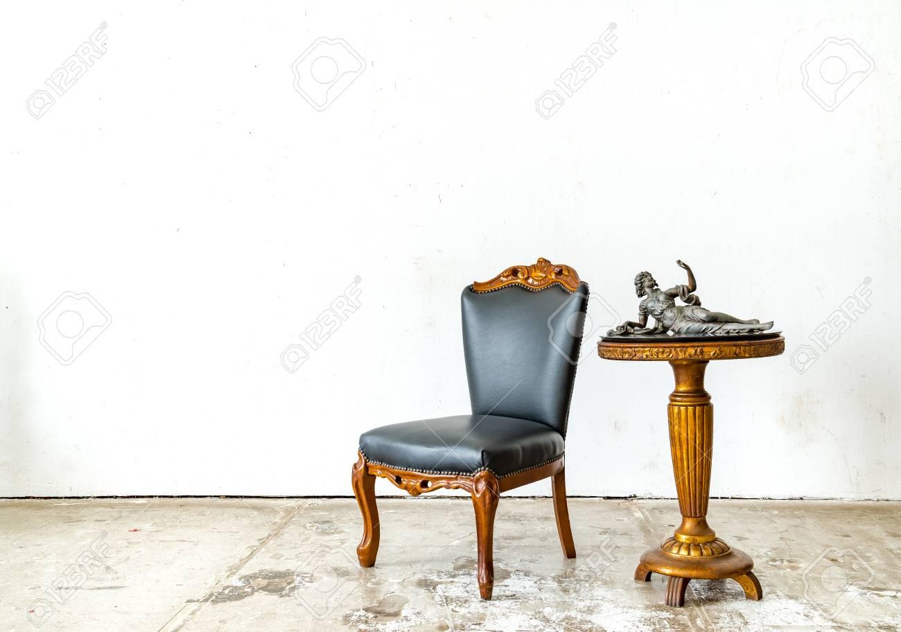 Canapé canapé luxueux de style classique dans la chambre vintage