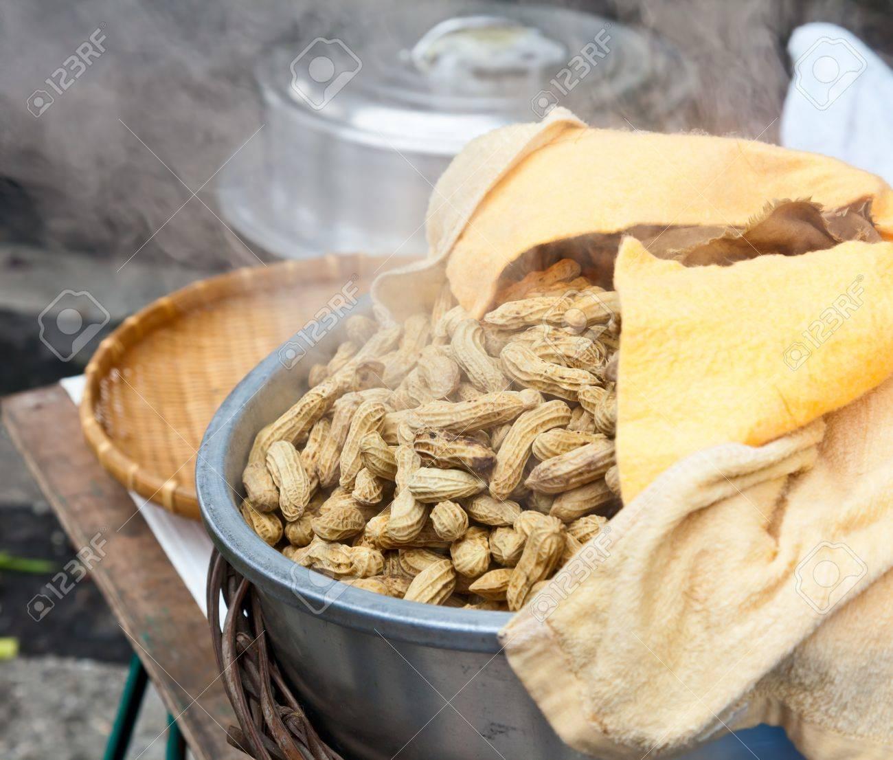 Street food in Taiwan - boiling peanuts Stock Photo - 19264484