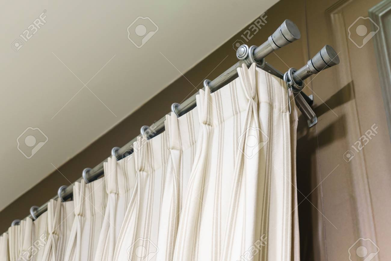 Die Weissen Vorhange Mit Ring Top Schiene Vorhang Innenausstattung