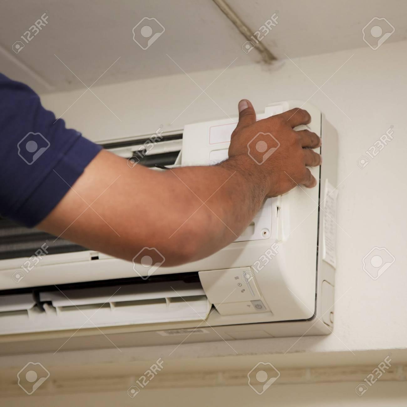 Repair technicians Air conditioner Stock Photo - 18236130