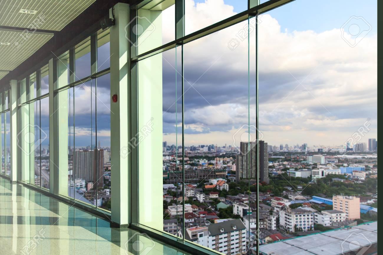 Extérieur d un immeuble de bureaux moderne u photographie