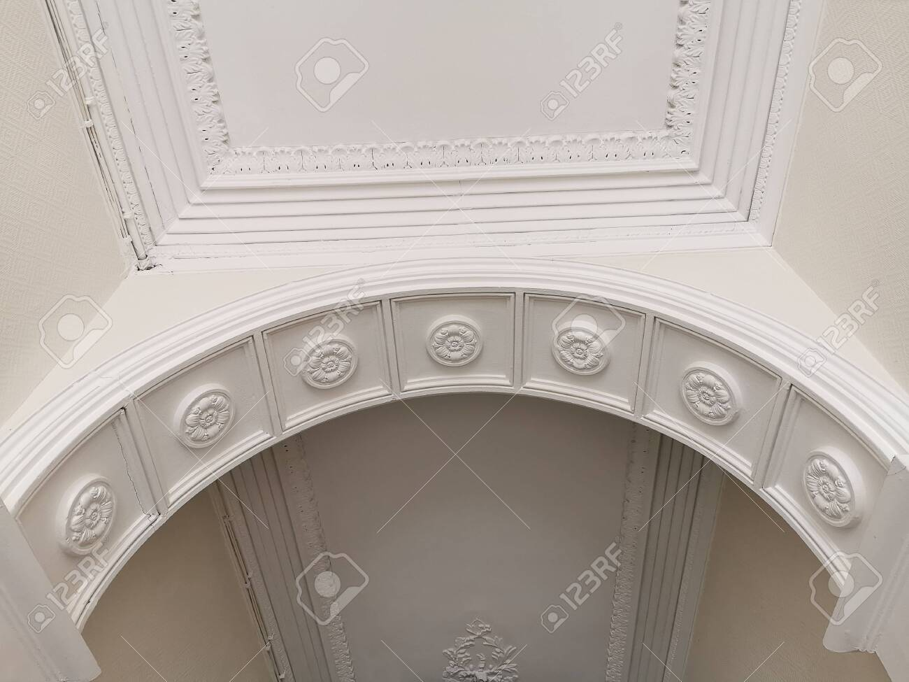House interior view of vault ceiling arch with crown moldings and sculptures - 139471004