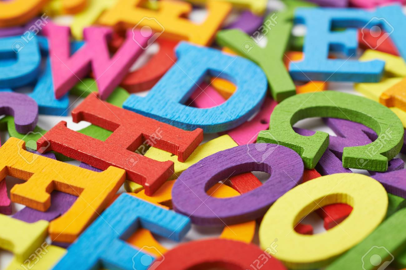 Lettere Di Legno Colorate : Superficie coperta di lettere in legno colorato come una