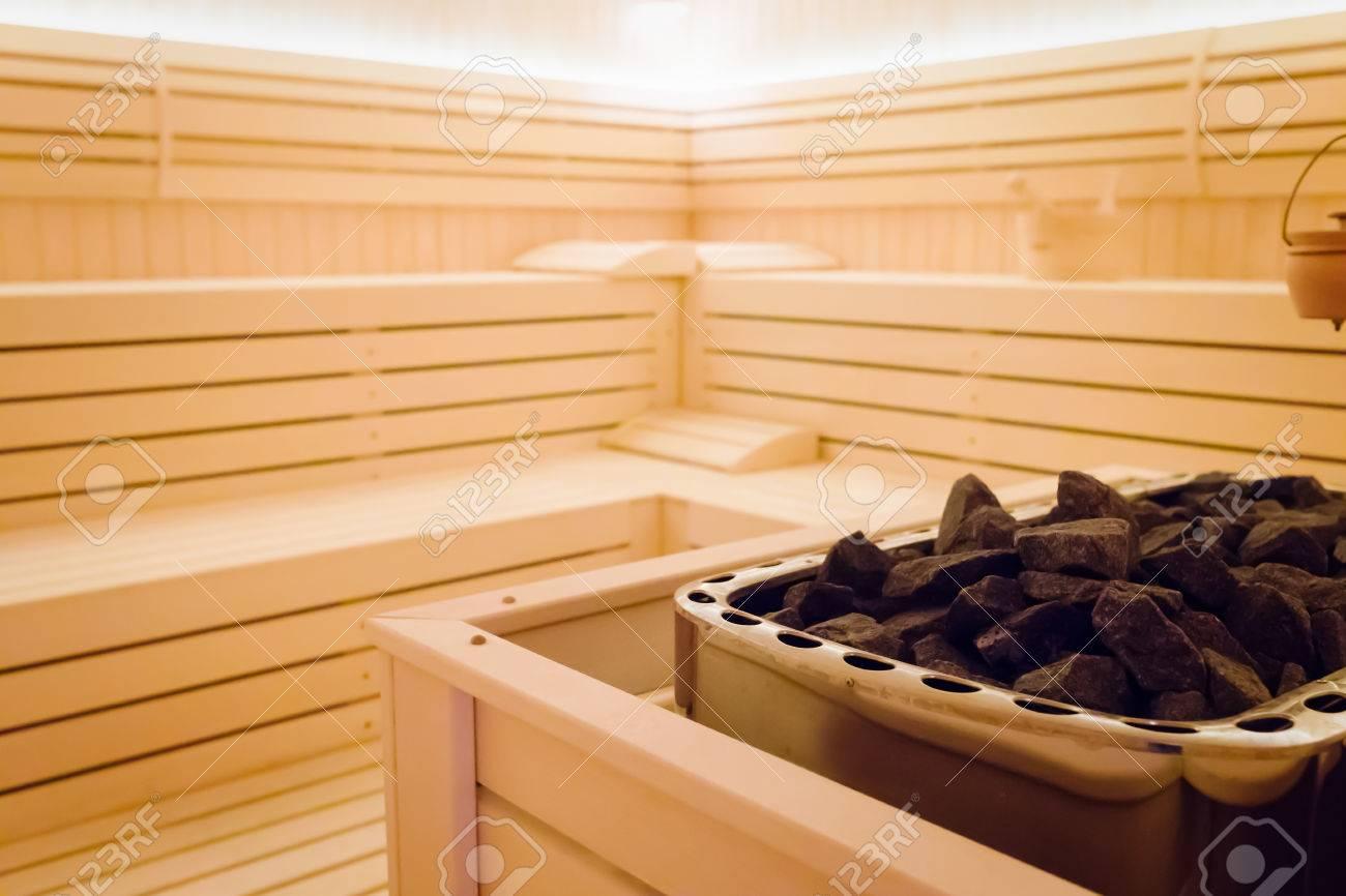 Großartig Sauna Bilder Dekoration Von Schöner Sauna-innenraum Mit Heizung Und Steinen Standard-bild