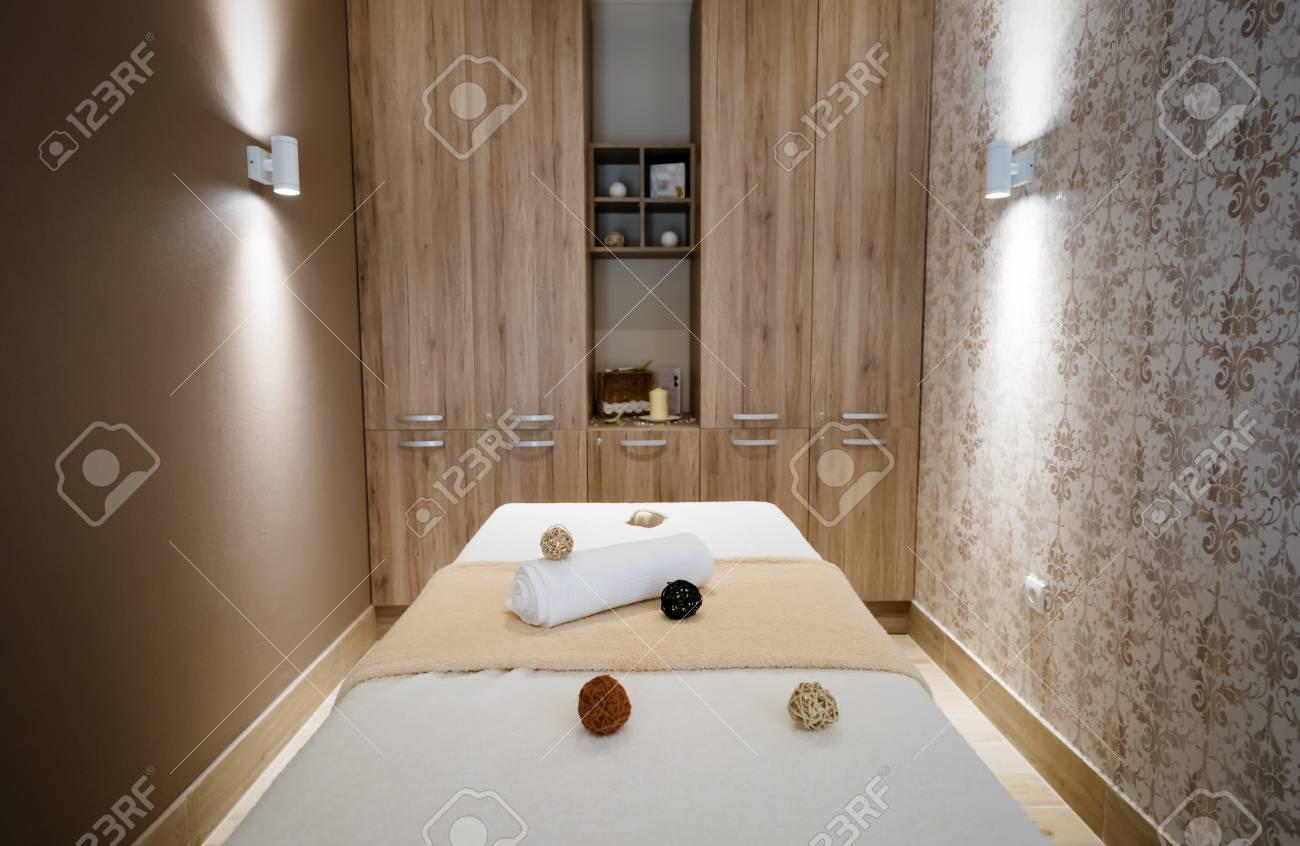 Belle Salle De Massage Moderne Au Salon De Beaut Banque D Images Et