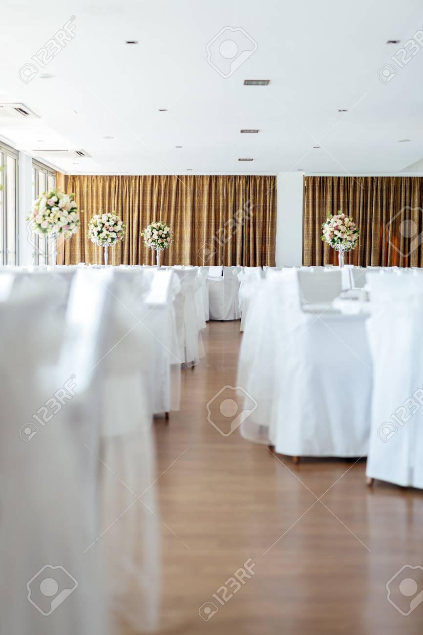 Schone Hochzeitstische Und Rosen Lizenzfreie Fotos Bilder Und Stock