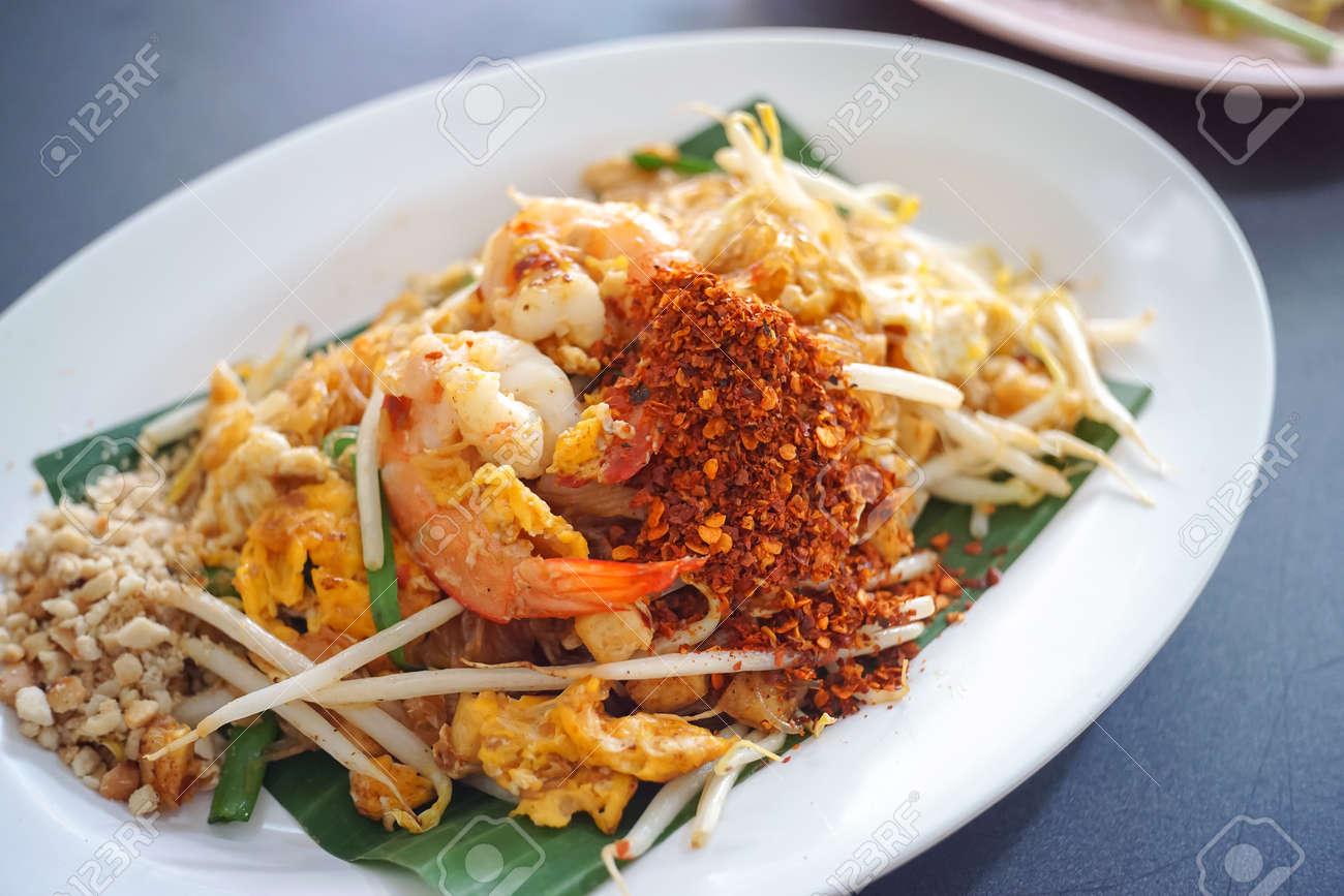 Pad thai , Stir fry vermicelli or noodles with shrimp - Thai favourit food - 156417314