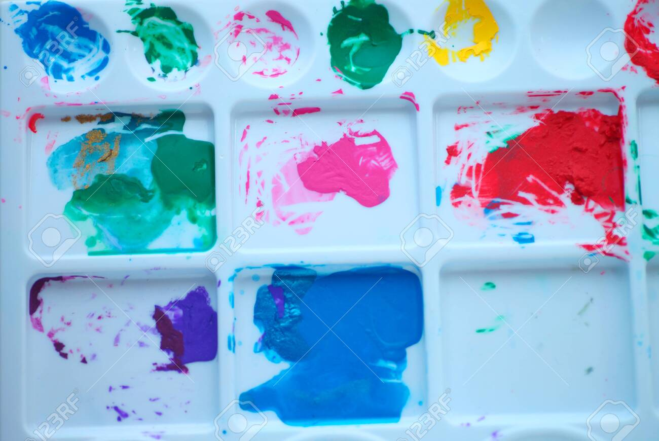 Acrylic paint in various colors on a plastic palette - 141338957