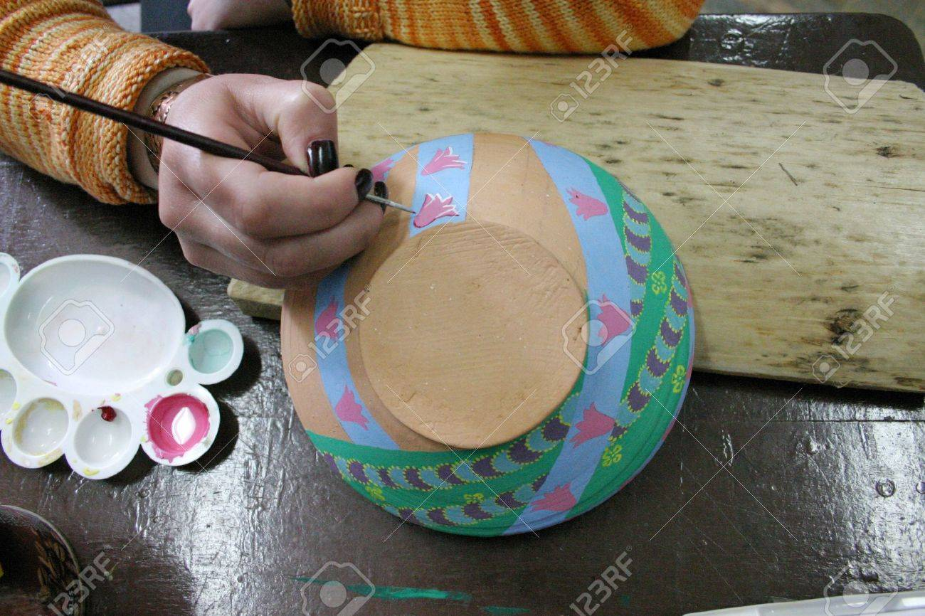painting on pottery Stock Photo - 15146395