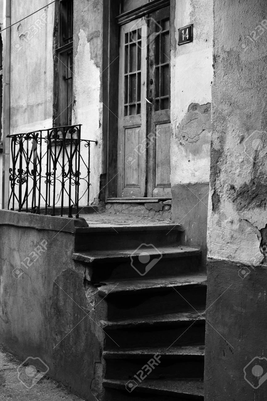 Entrée Noir Et Blanc entrée d'une vieille maison, noir et blanc