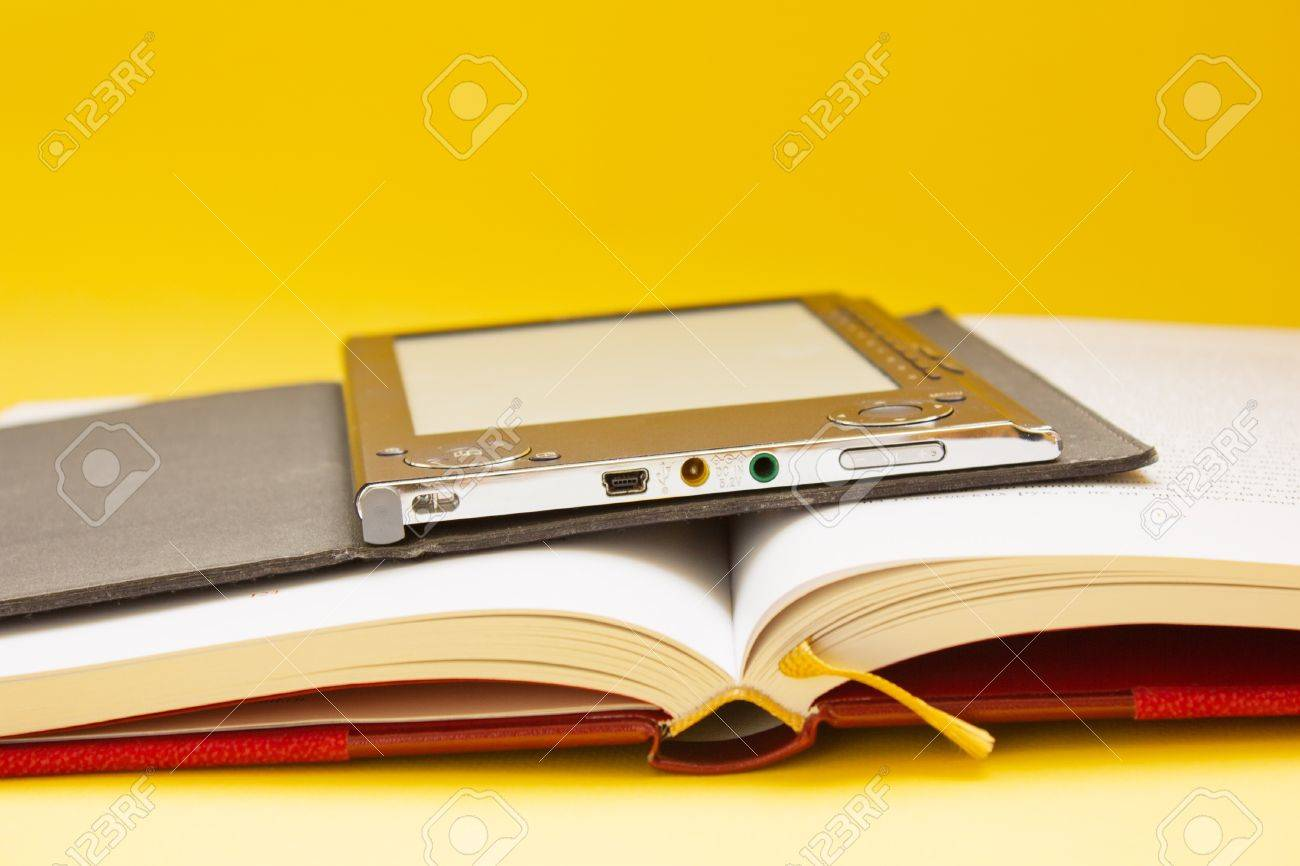 electronic books vs traditional books