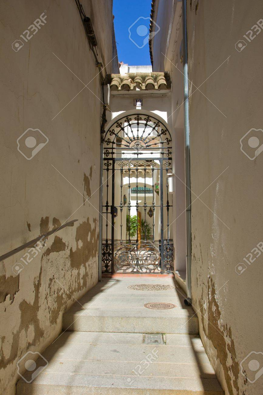 street in old town jewish quarter, Cordoba, Spain Stock Photo - 14269767