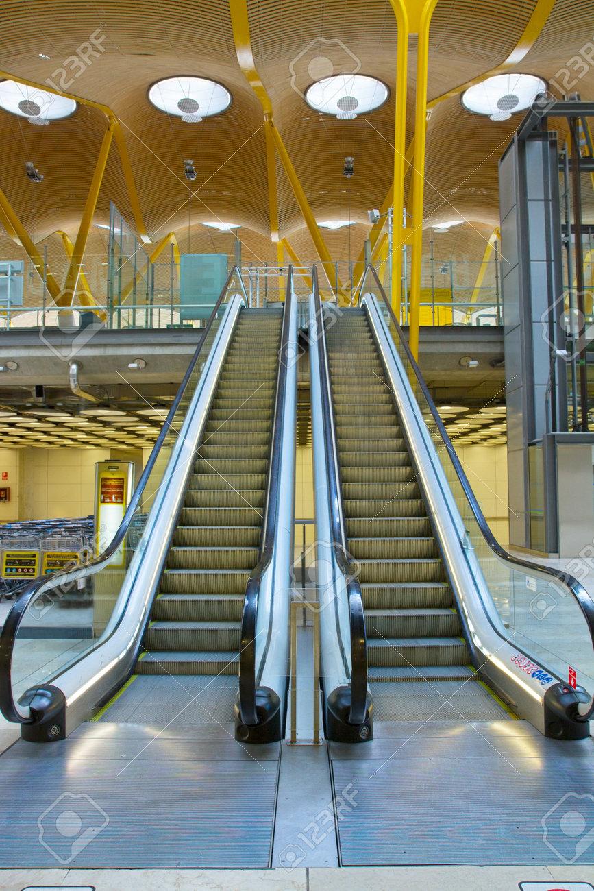 Vous Cherchez Un Escalier Moderne, Métal Et Verre Banque D\'Images Et ...