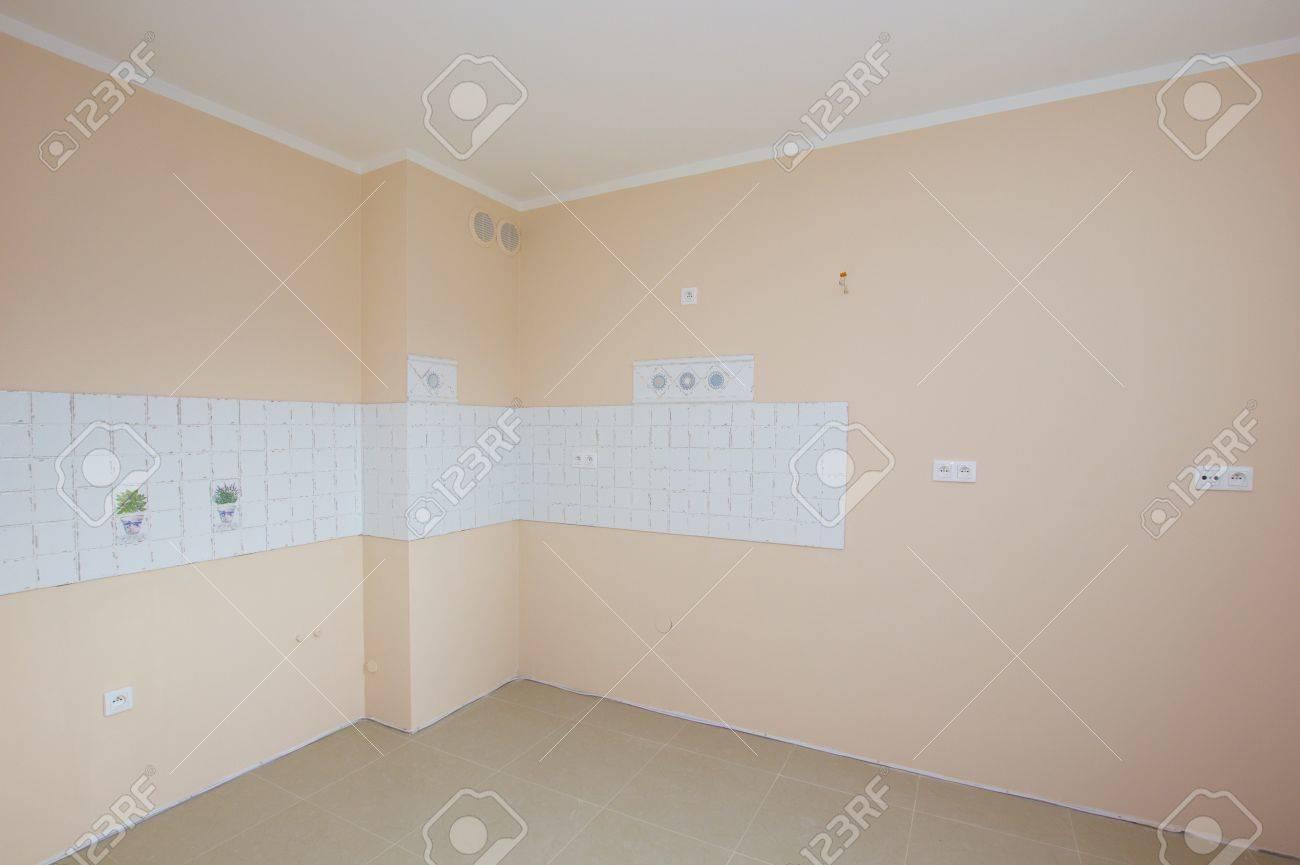 El Mit Küche Im Zimmer   Leere Neu Renovierte Kuche Zimmer Warten Fur Mobel Lizenzfreie Fotos