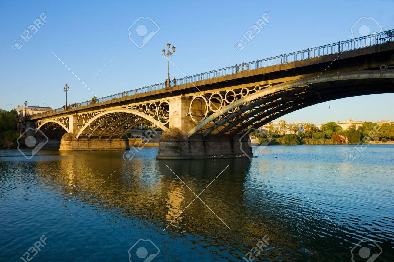 Pont De Triana, Le Plus Vieux Pont De Séville, Espagne Banque D ...