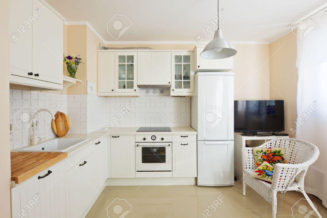 Blanc cuisine moderne dans un style rustique antique banque d ...