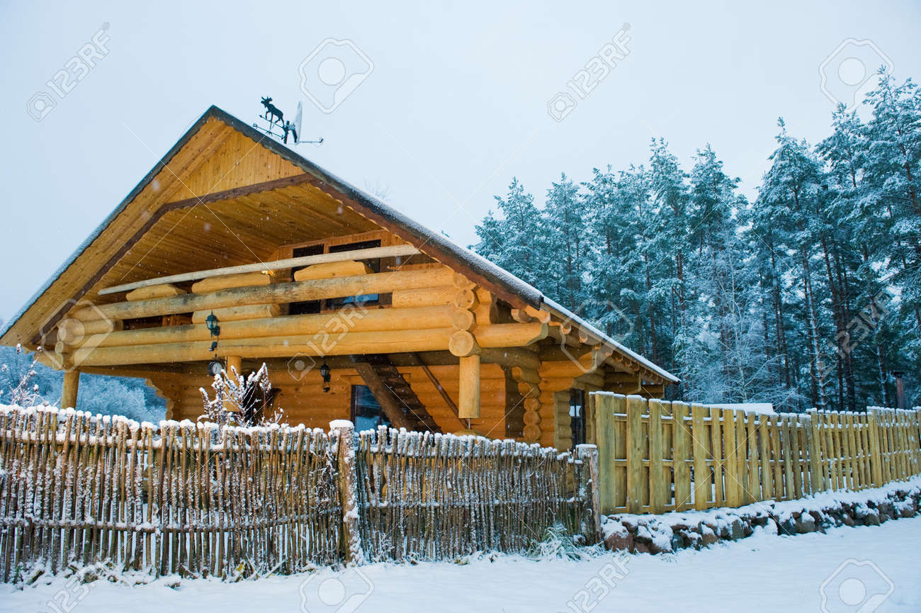 Cozy little wooden house Stock Photo - 3974220