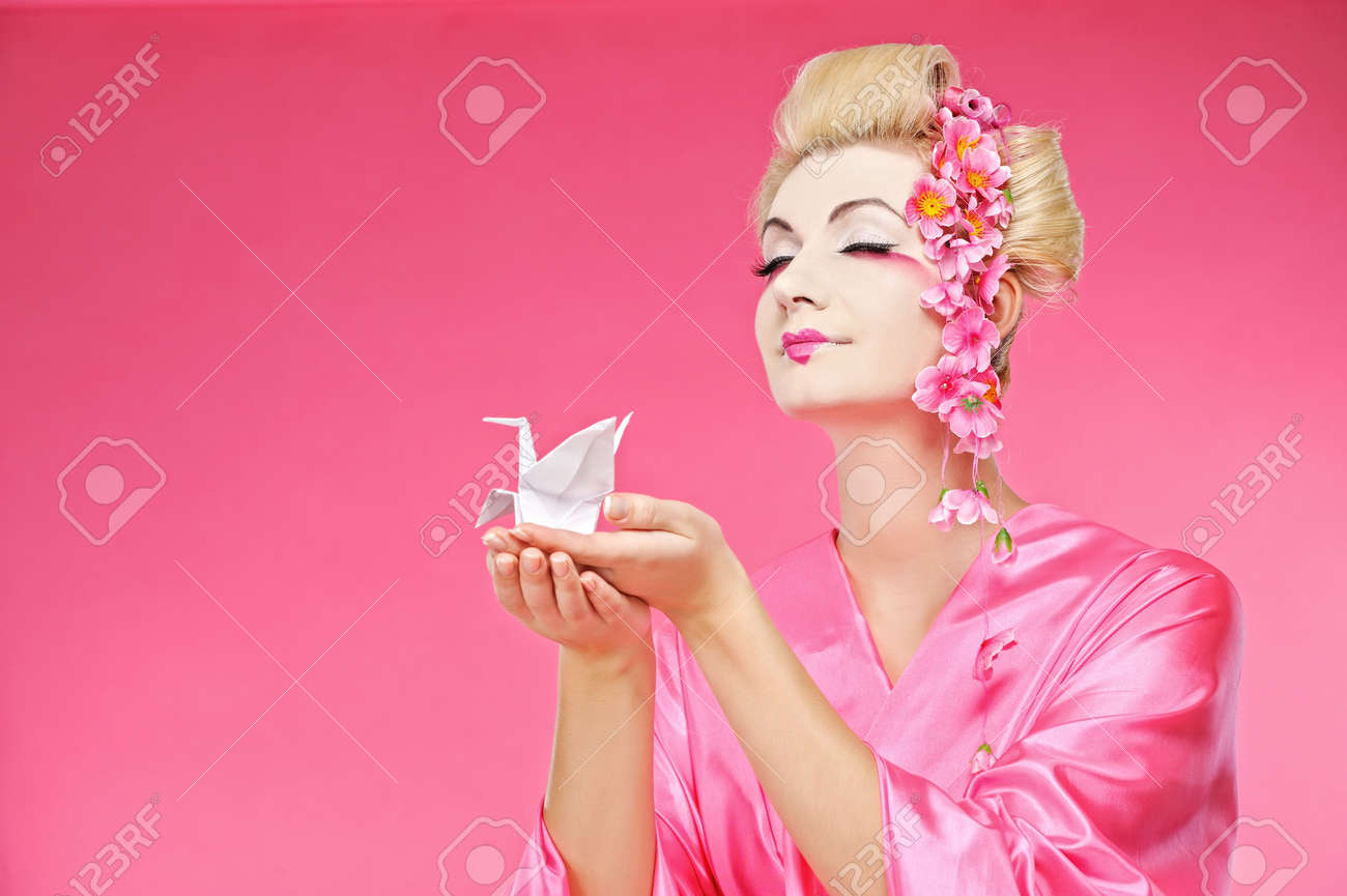 Beautiful geisha holding origami bird Stock Photo - 6819193