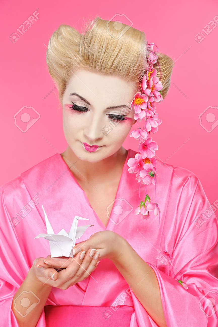 Beautiful geisha holding origami bird Stock Photo - 6976493